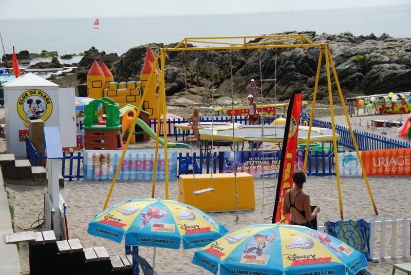 Club Mickey Les Crevettes, balançoire, trampoline et château gonflable pour enfants