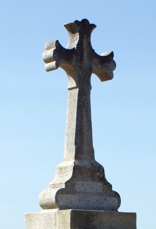 Das neue Kreuz des Kalvarienberges von Kervalet