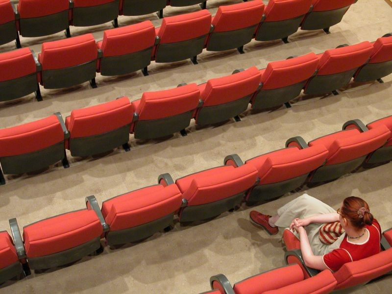 empty-theater-1546591-978473