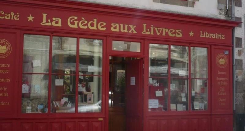 facade-gede-aux-livres-batz-sur-mer-cafe-librairie-1260260