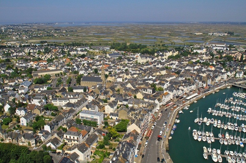 vue aérienne du centre-ville du Pouliguen